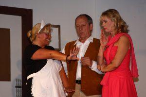Jane zeigt stolz ihren Ring